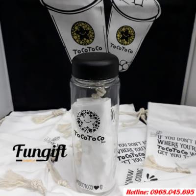 Bình nhựa in logo được quán trà sữa Toco Toco lựa chọn làm quà tặng khách hàng