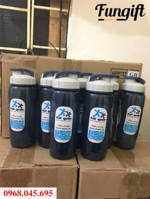 Bình nước nhựa Lock & Lock được chọn để in