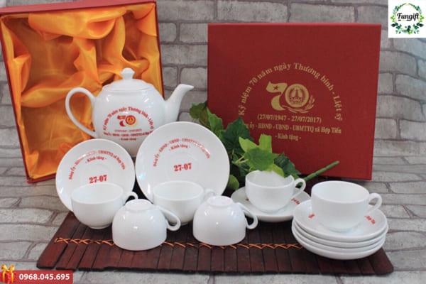 Bộ ấm chén in logo quà tặng Tết