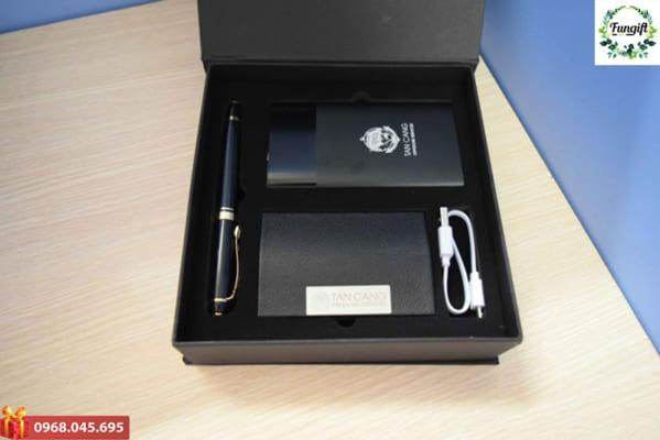 Giftset Bộ quà tặng 3 in 1 pin sạc dự phòng + bút ký kim loại + hộp namecard in khắc logo làm quà tặng khách hàng quảng bá thương hiệu doanh nghiệp