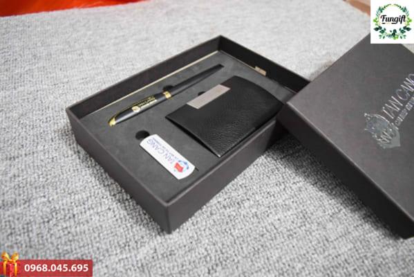 Bộ quà tặng Giftset 8 (USB + Bút ký + Ví Namecard)