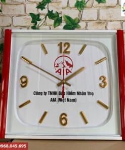 Đồng hồ treo tường khung hình vuông in logo