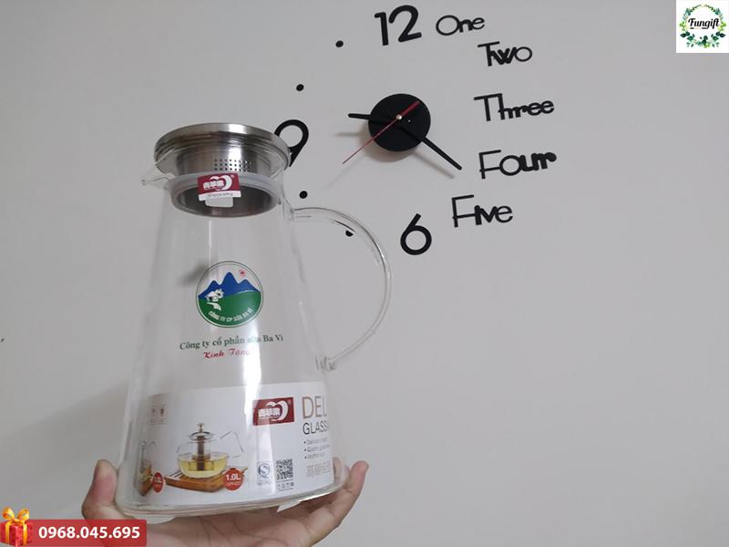 Bình đựng nước làm bằng thủy tinh
