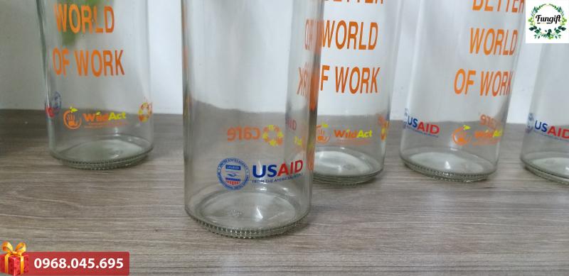 Chai thủy tinh in logo giá tốt