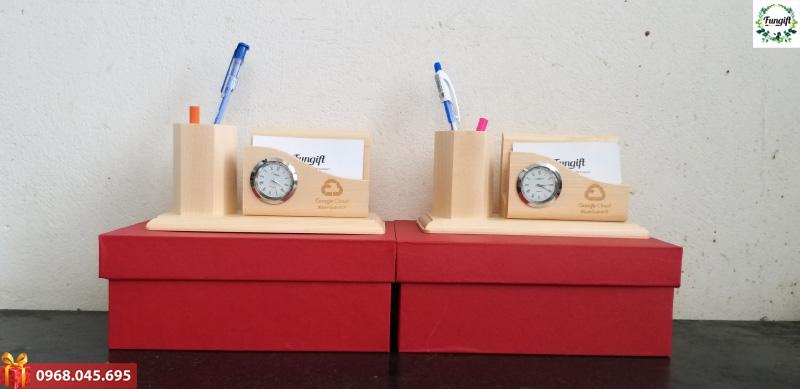 Đồng hồ gỗ để bàn làm việc