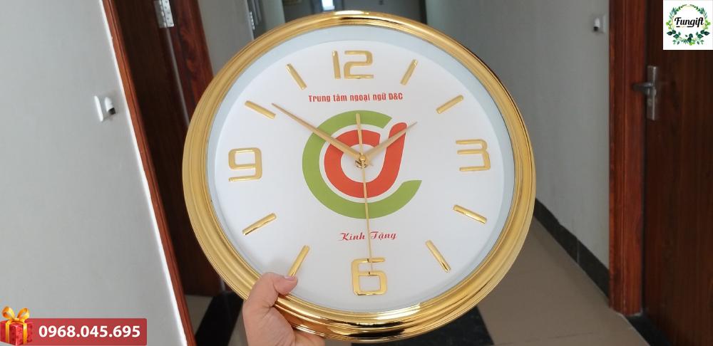 Đồng hồ treo tường in logo thiết kế