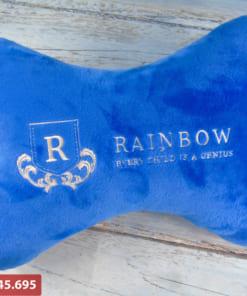 Gối tựa lưng màu xanh thêu logo