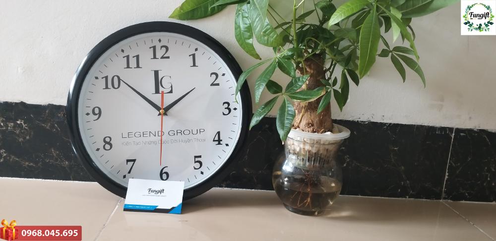Mẫu đồng hồ treo tường in logo Legend Group