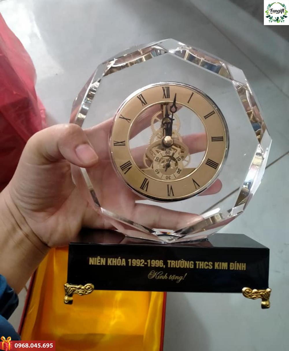 Đồng hồ kỷ niệm chương