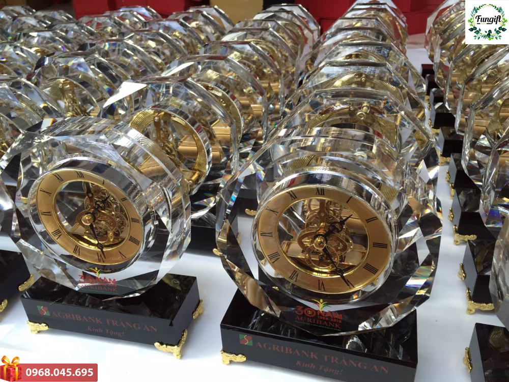 Đồng hồ pha lê để bàn