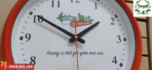 Làm đồng hồ treo tường theo yêu cầu