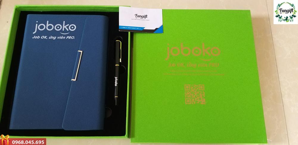Bộ quà tặng (Sổ da + Bút ký) in logo Joboko